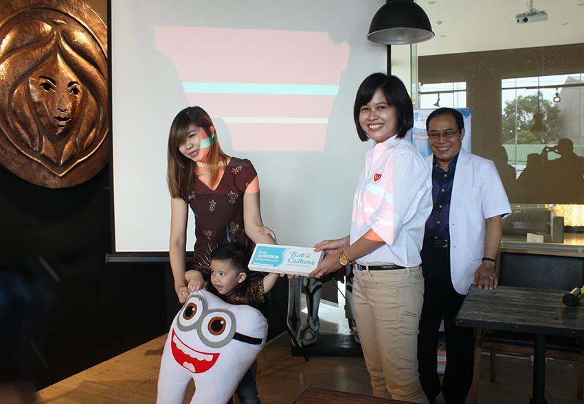 Pemenang Best Costume saat Launching Aplikasi O-Smile